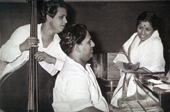 Lata with Shankar Jaikishan (Shankar on the Rt. and Jaikishan on the Lt.)