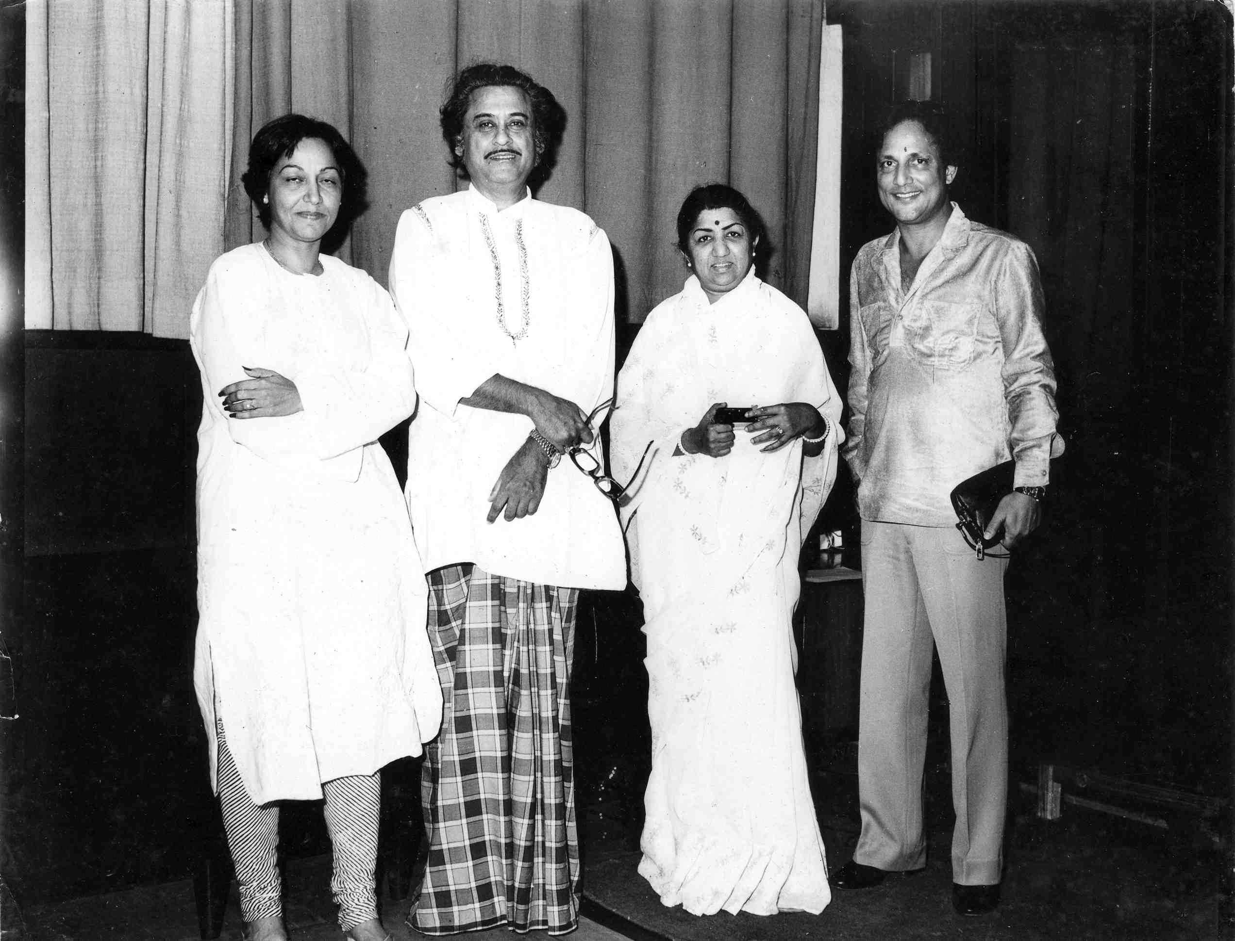 Lata with Usha Khanna, Kishore Kumar and Sawan Kumar Tak
