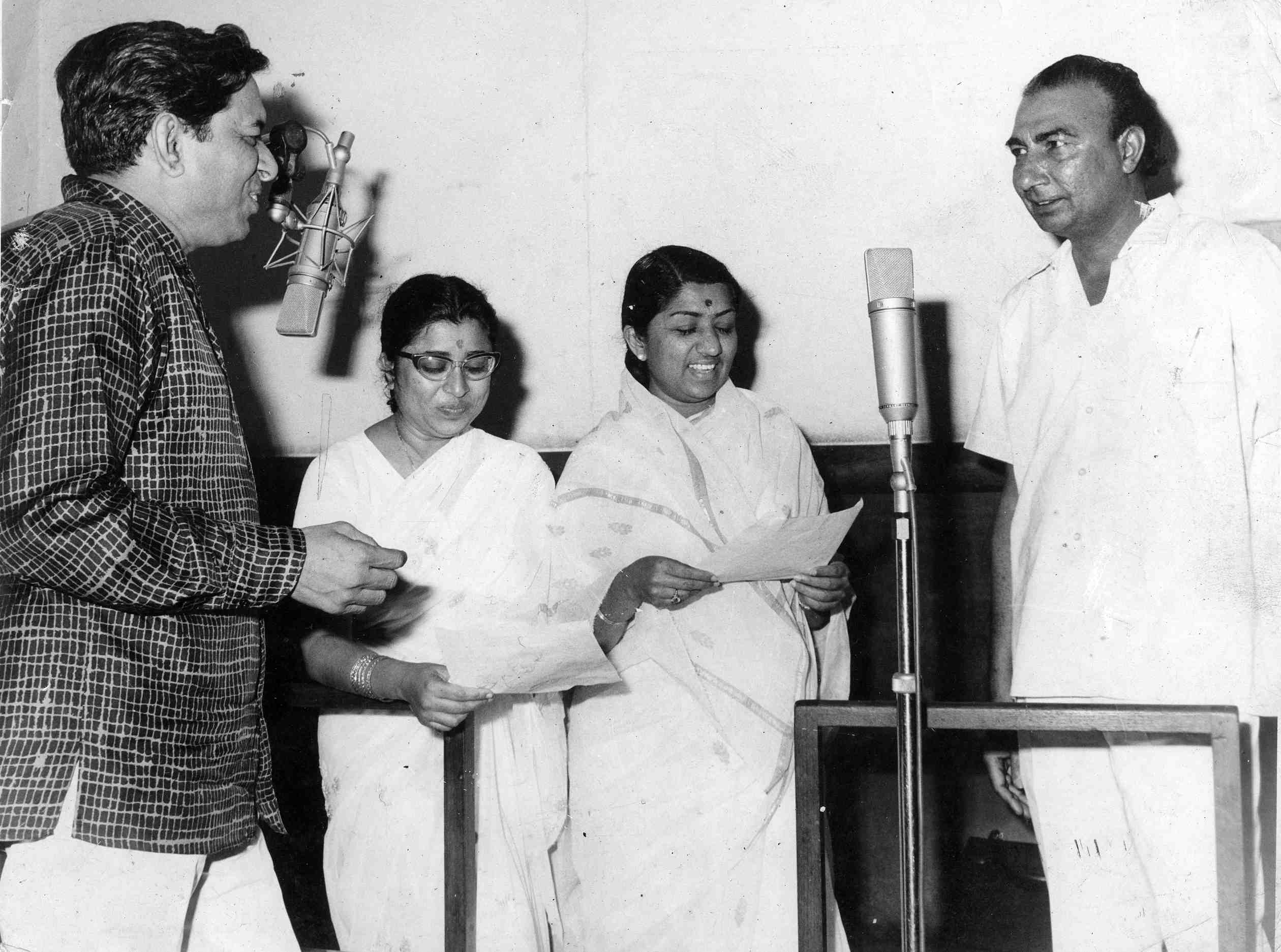 Lata with Ravi, Usha Mangeshkar and Sahir Ludhianvi