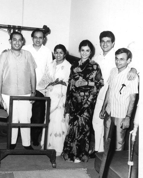 Lata with Mahendra Kapoor, Kalyanji, Saira Banu, Dilip Kumar and Anandji