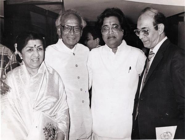 Lata with Naushad, Hridaynath and Talat Mahmood