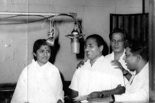 Lata with Mohd. Rafi, Hasrat Jaipuri and Chitragupt