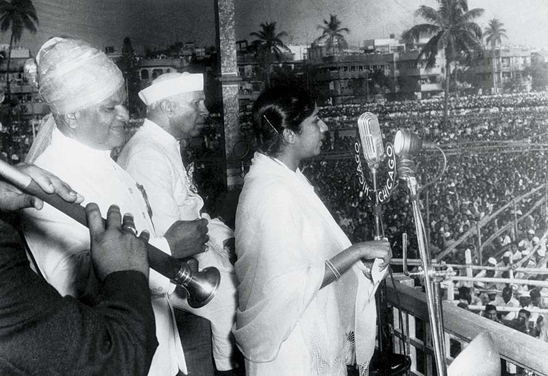 Lata with Vasant Desai and Pt. Nehru (1st May 1960, First Maharashtra Day)