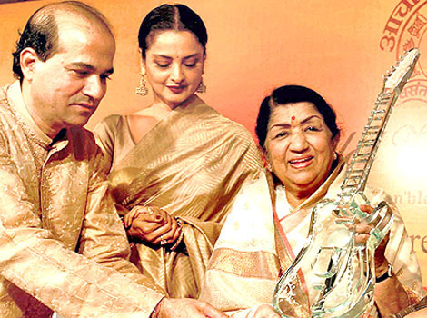 Lata with Suresh Wadkar and Rekha