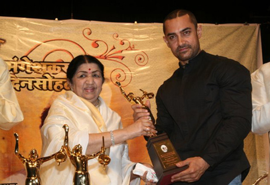 Lata with Aamir Khan
