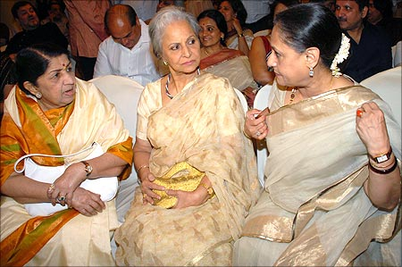 Lata with Waheeda Rehman and Jaya Bhaduri