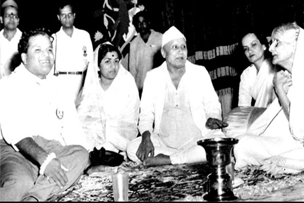 Lata with Vasant Desai, Bismilla Khan, Begum Akhtar and Anjanibai Malpekar