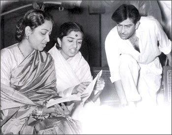 Lata with Geeta Dutt and Raj Kapoor