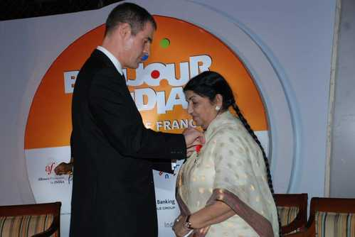 Lata receiving Legion d'honneur from French ambassador