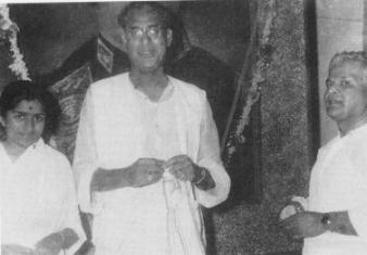 Lata with Ustad Amir Khan and Vasant Desai