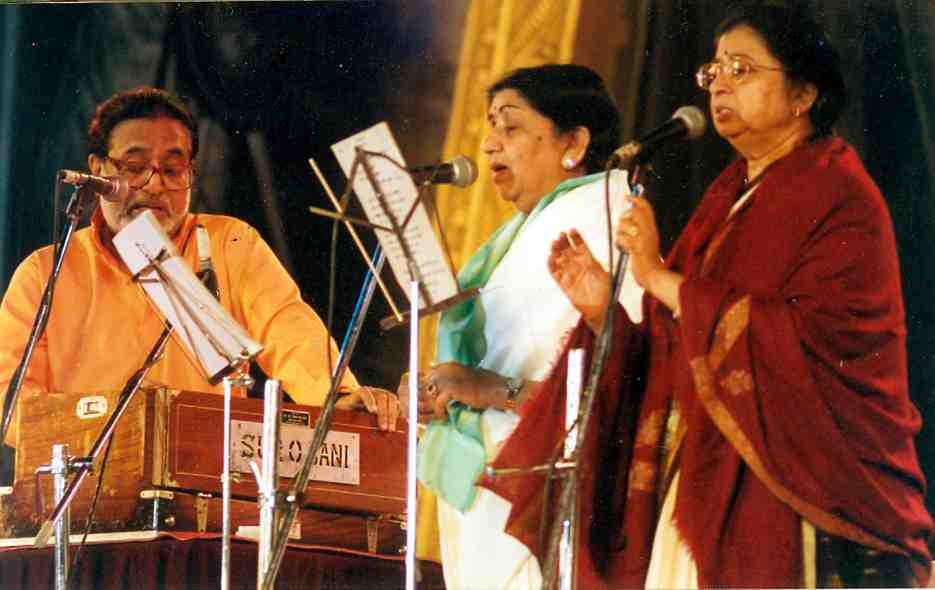 Lata with Hridaynath and Usha Mangeshkar